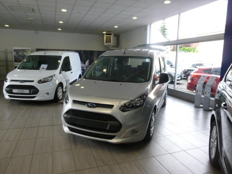 FORD Tourneo Connect 1.5 TD 120ch Stop&Start Trend Powershift Euro6 20km